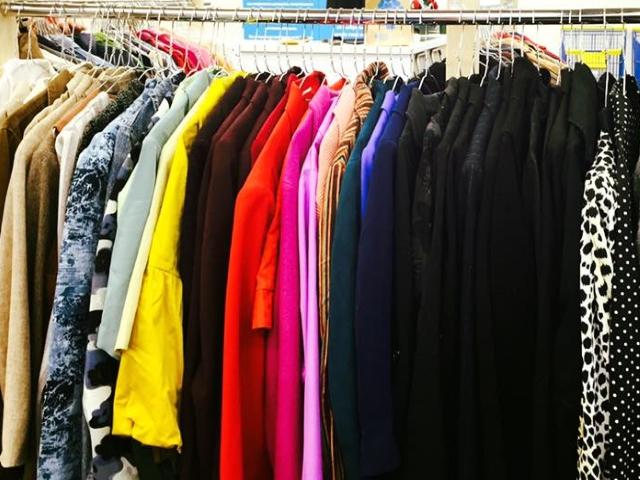 b80a64cfebe Kasutatud riided – kes saab nende müügist kasu? | Uuskasutus